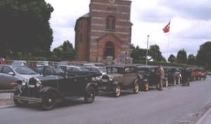foran kirken